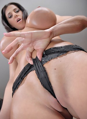 Big Boobs Cameltoe Porn Pictures